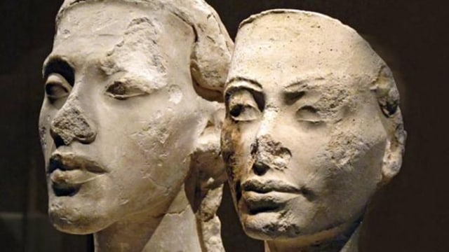 Patung Akhenaten and Nefertiti