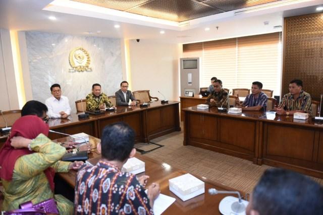 com-Rapat kerja gabungan dengan Kementerian Pendidikan dan Kebudayaan, Kementerian Keuangan, Kementerian Dalam Negeri, serta Kementerian Pendayagunaan Aparatur Negara dan Reformasi Birokrasi.