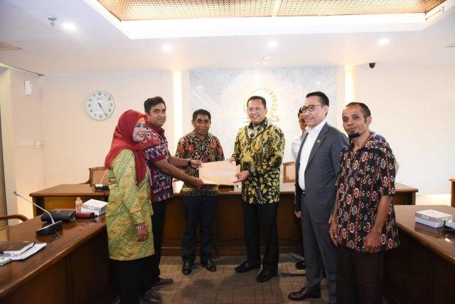 com-Ketua DPR  RI bersama Asosiasi DPRD Kabupaten Seluruh Indonesia (ADKASI) dan anggota komisi DPR RI