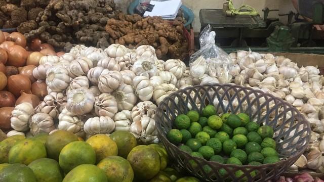 Bawang Putih di Pasar Rumput
