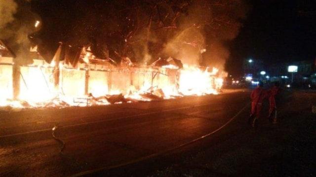 20 Kios Pasar Buah di Aceh Tamiang Terbakar.jpeg