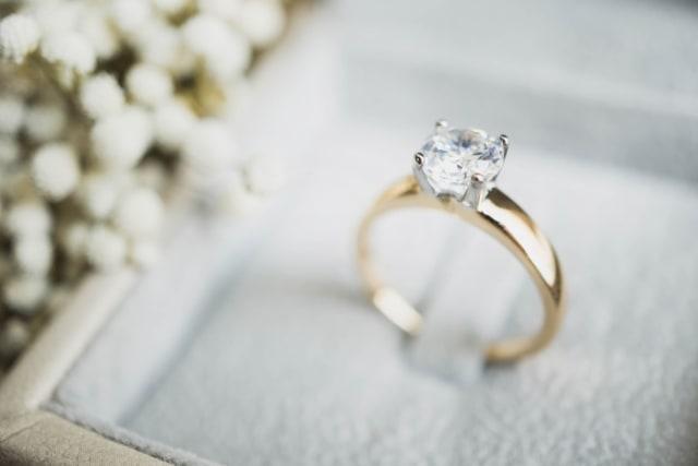 Hanyut di Laut Lepas, Cincin Kawin Pasangan Ini Berhasil Ditemukan  (39184)