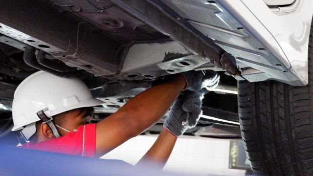 Perawatan rutin mobil, servis mobil