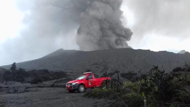 Meski Terus Erupsi, Gunung Bromo Tetap Aman untuk Wisata