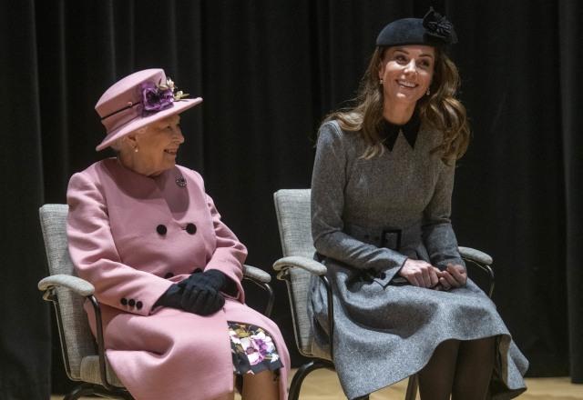 Cerita Menarik di Balik Gaya Ikonis Ratu Elizabeth II (436576)