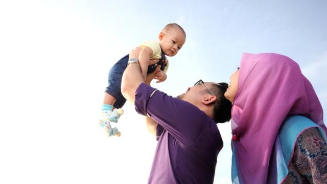 Keluarga muslim dan bayinya