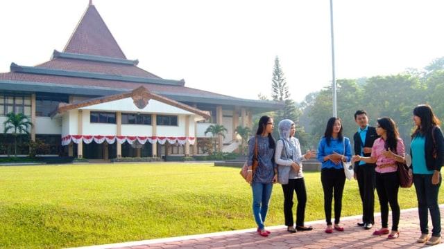 Charoen Pokphand Indonesia Bantu Mahasiswa UNS Belajar Budidaya Ayam Modern (2734)