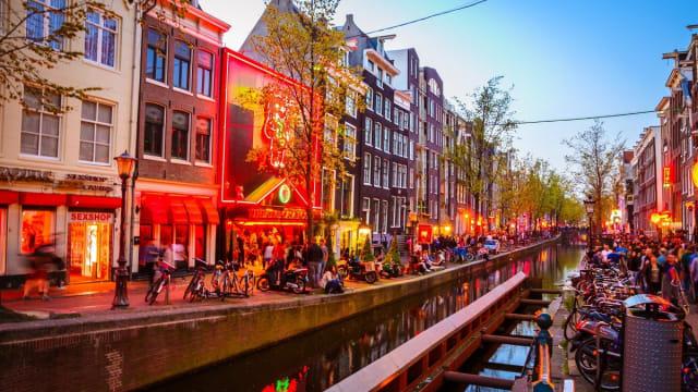 Mulai 2020, Pemerintah Amsterdam Larang Tur di Red Light District  (337297)