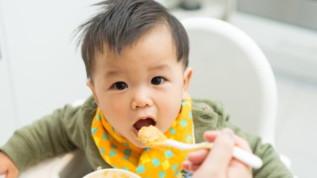 Tahap Perkembangan Bayi yang Perlu Dipahami saat Beri MPASI (37596)