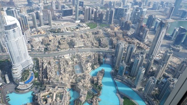 Suasana Kota Dubai dari atas Burj Khalifa