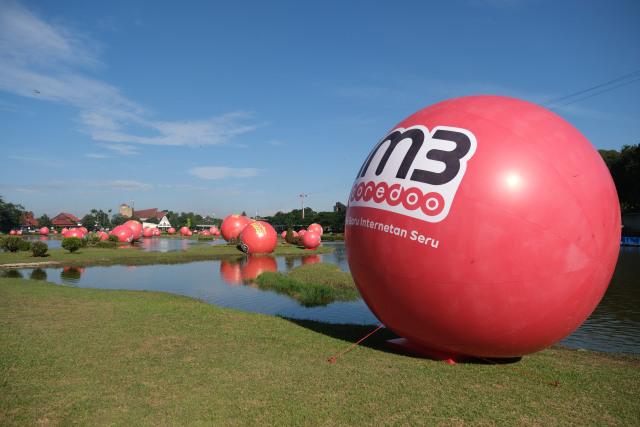 com-Bola merah raksasa IM3 Ooredoo