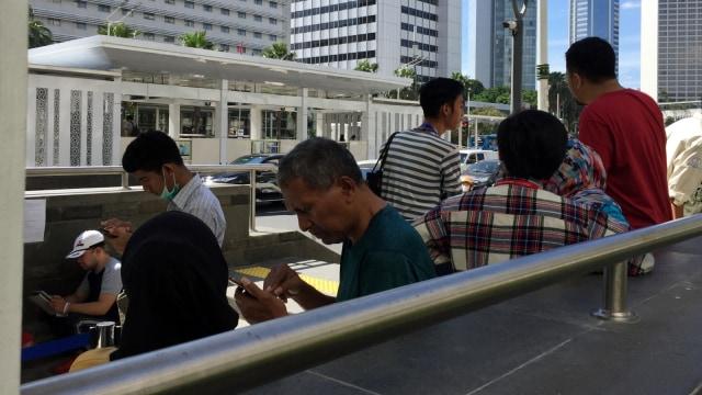 Penumpang Tertahan, Stasiun MRT Bundaran HI