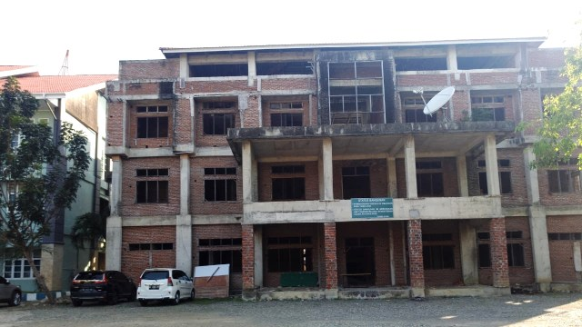 Kompleks Asrama Haji Kantor Wilayah Kementerian Agama Provinsi Aceh, di Banda Aceh yang mangkrak