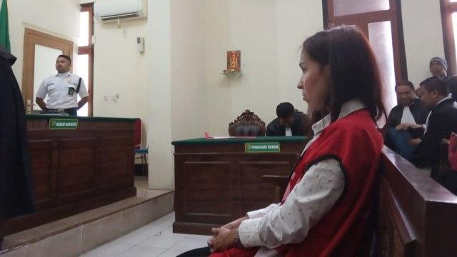Muncikari Endang Suhartini alias Siska menjalani sidang dakwaan kasus prostitusi online yang melibatkan Vanessa Angel