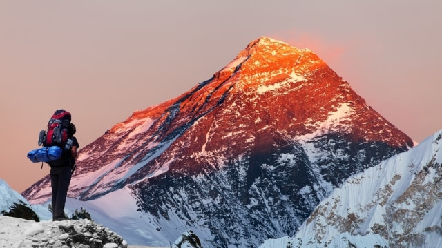 Pemerintah Nepal Akan Terapkan Aturan Baru Bagi Pendaki di Everest (17262)