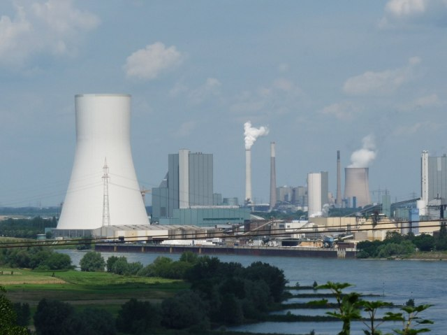 power_plant_industry_smoke_exhaust_gases_pollution_chimney_environmental_protection_industrial_plant-1114177 (1).jpg