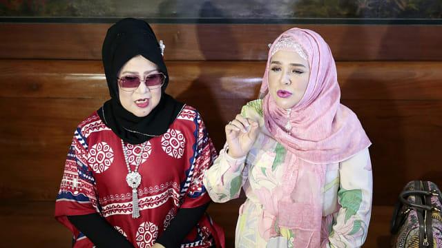 Elvy Sukaesih, Fitria Sukaesih, Konferensi Pers terkait pernikahan Dhawiya