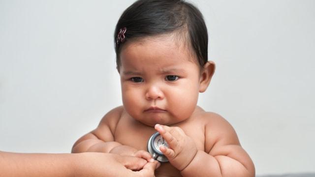 Mungkinkah Bayi Terlambat Merangkak Karena Gemuk? (338600)