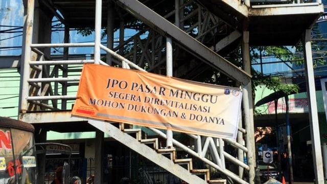JPO Pasar Minggu, Semrawut