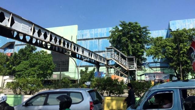 JPO Pasar Minggu, Semrawut,
