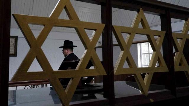 Tradisi Yahudi: Menampar Anak Perempuan saat Haid Pertama! (667195)