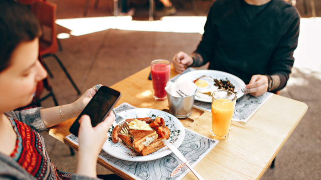 7 Tips Sederhana Mengontrol Porsi Makan supaya Enggak Kalap (230762)