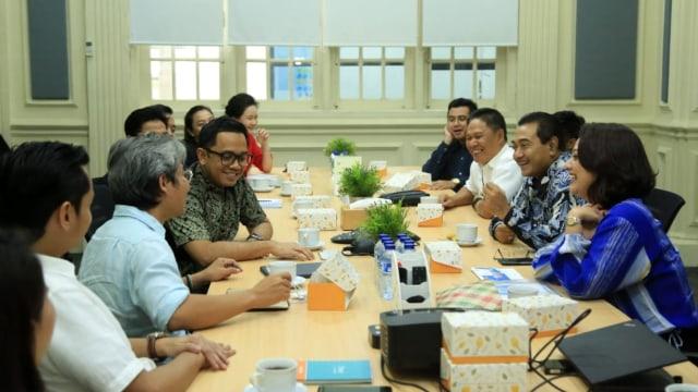 Direktur Utama Bank BRI, Suprajarto berkunjung ke kantor kumparan