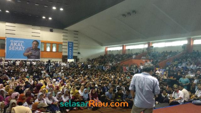 Rocky Gerung di Pekanbaru .jpg