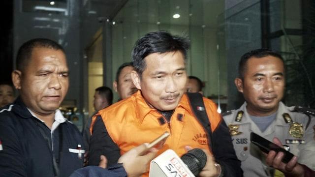 Tersangka kasus suap pupuk, Bowo Sidik Pangarso usai diperiksa KPK