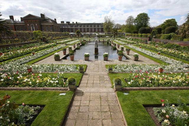Putri Diana Dikabarkan Pernah Diam-diam Mengubur Bayi di Istana Kensington (3476)