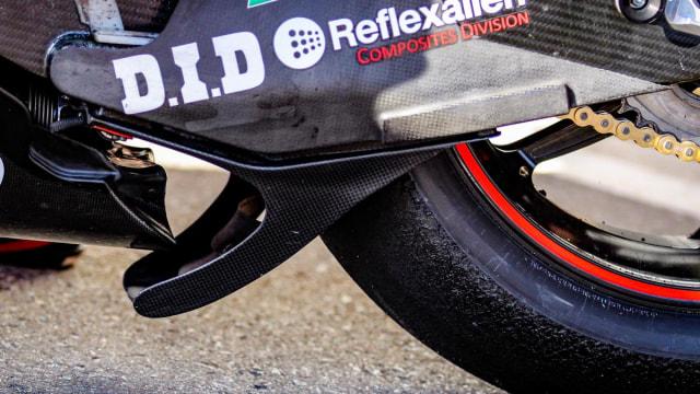 Mengapa Pebalap MotoGP Saat Belok Miring Pakai Ban 'Botak' Tidak Jatuh? (25194)