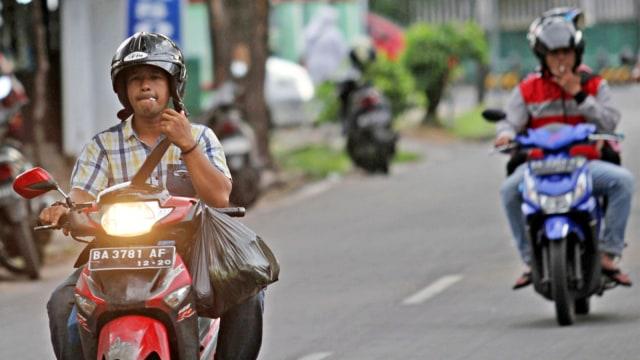 Ingat, Nekat Berkendara Sambil Merokok Bisa Didenda Rp 750 Ribu (22530)