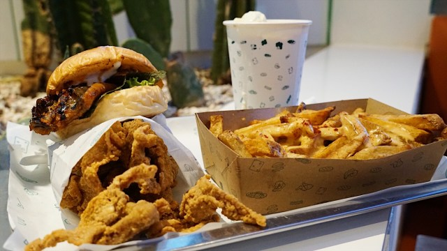 6 Rekomendasi Tempat Makan Kulit Ayam Enak di Jakarta (19699)