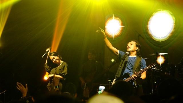 Aksi panggung KLa Project, Midnight Quickie dalam Memorable Concert KLaboration di De Tjolomadoe Concert Hall, Karanganyar, Jawa Tengah