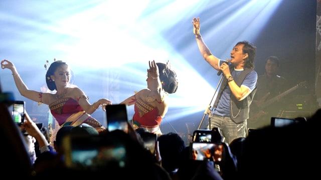 Aksi panggung KLa Project, Memorable Concert KLaboration di De Tjolomadoe Concert Hall, Karanganyar, Jawa Tengah
