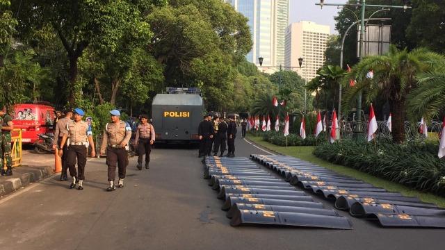 Suasana pengamanan, Apel Siaga 313 di depan Gedung KPU di Jalan Imam Bonjol