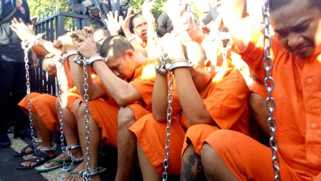 Polresta Denpasar kembali mengumbar sebanyak 20 tersangka kasus narkoba di Lapangan Bajra Sandhi, Renon