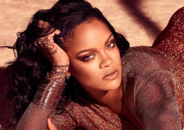 Rihanna di Instagram @fentybeauty