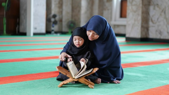 Ibu dan anak muslim