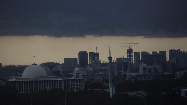 BMKG soal Penyebab Hujan Lebat dan Es di Indonesia: Atmosfer Tak Stabil (29743)