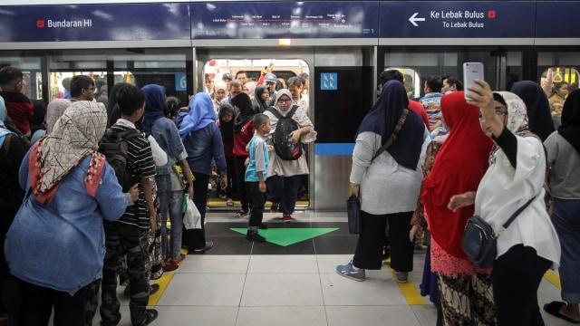 LIPUTAN KHUSUS, Indonesia Tanpa Feminis, Muslimah di Transportasi Umum