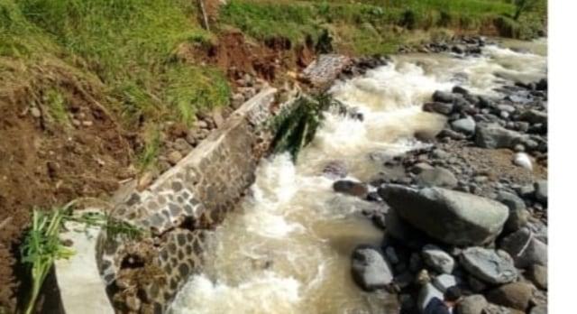 Sungai Cisarua Sukabumi Meluap