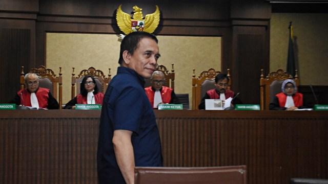 Terdakwa Gubernur nonaktif Aceh Irwandi Yusuf