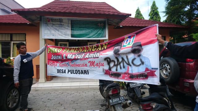 Spanduk Jokowi di Brebes Ditulisi 'Banci' dan 'PKI' (233742)
