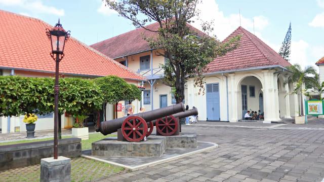Hasil gambar untuk Benteng Vredeburg