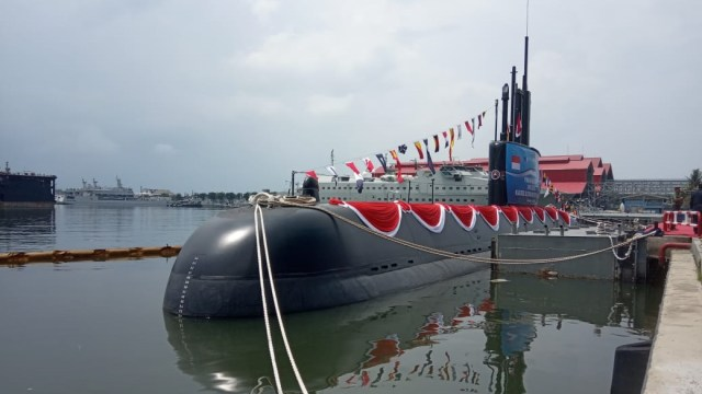 Launching ceremony dan ship naming kapal selam diesel wlwctric u209/1400 PT PAL, Menhan Ryamizard Ryacudu