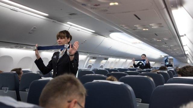 Alasan Sebaiknya Tak Melepas Seat Belt di Pesawat Meski Tanda Pengaman Dimatikan (609396)