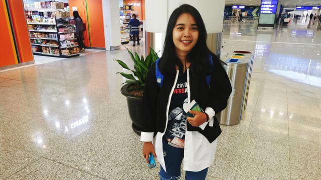 Nuning (25 tahun), baru tiba di Bandara Internasional Hong Kong untuk menjadi TKI di Hong Kong