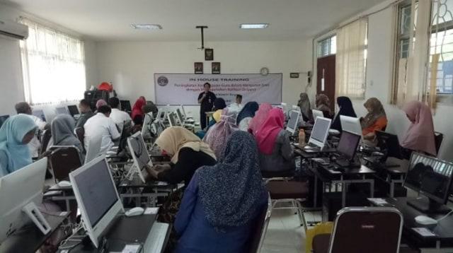 Guru di Bogor Ikuti In House Training Penggunaan Quipper School (126398)