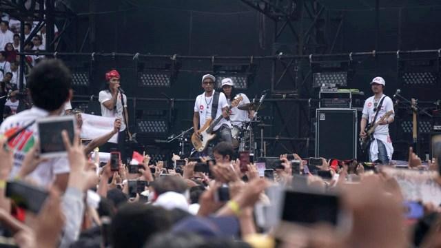 Penampilan sejumlah artis, Konser Putih Bersatu di Stadion Utama GBK, Jakarta